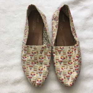 Toms Southwestern GIVE print classic slip on 12